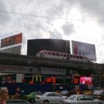 écran géant et monorail