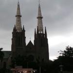 et une des rares cathédrales en Indo