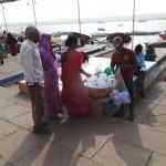 bidons collecte eau sacrée