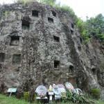 Tombes dans la roche