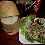 plat national...laap poulet et riz gluant