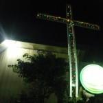 croix devant les maisons à Mamasa...Noël avant l'heure!